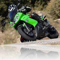 PoluxCriville_Motociclismo_es_2104-kawaasaki-er6f-1